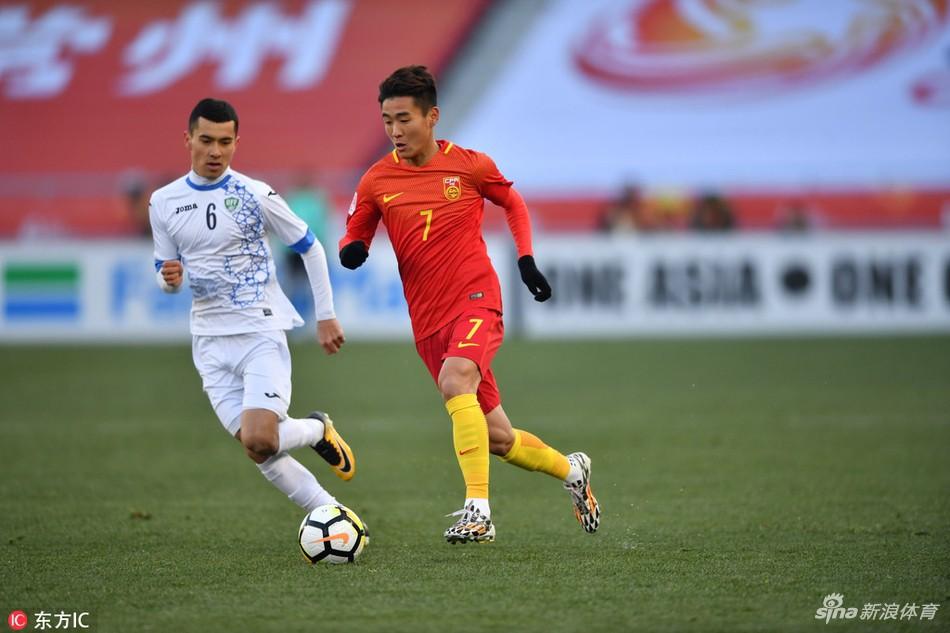 """U23 Trung Quốc thua đau trước chiếc """"xe buýt 2 tầng"""" của U23 Uzbekistan - Ảnh 6."""