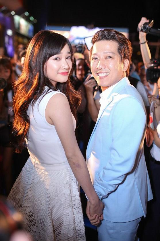HOT: Trường Giang bất ngờ cầu hôn Nhã Phương ngay tại lễ trao giải Mai Vàng trước hàng nghìn khán giả - Ảnh 5.