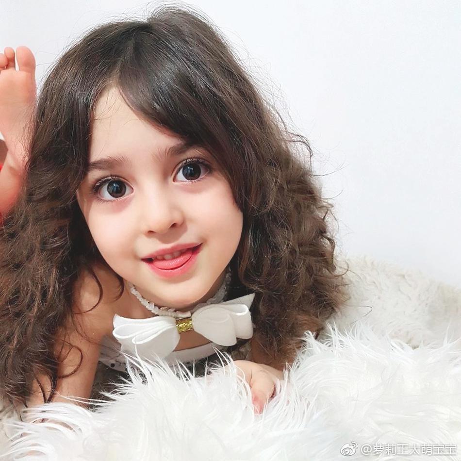 Thiên thần nhỏ người Iran khiến cư dân mạng Trung Quốc sửng sốt vì giống mỹ nữ Tân Cương Địch Lệ Nhiệt Ba - Ảnh 12.