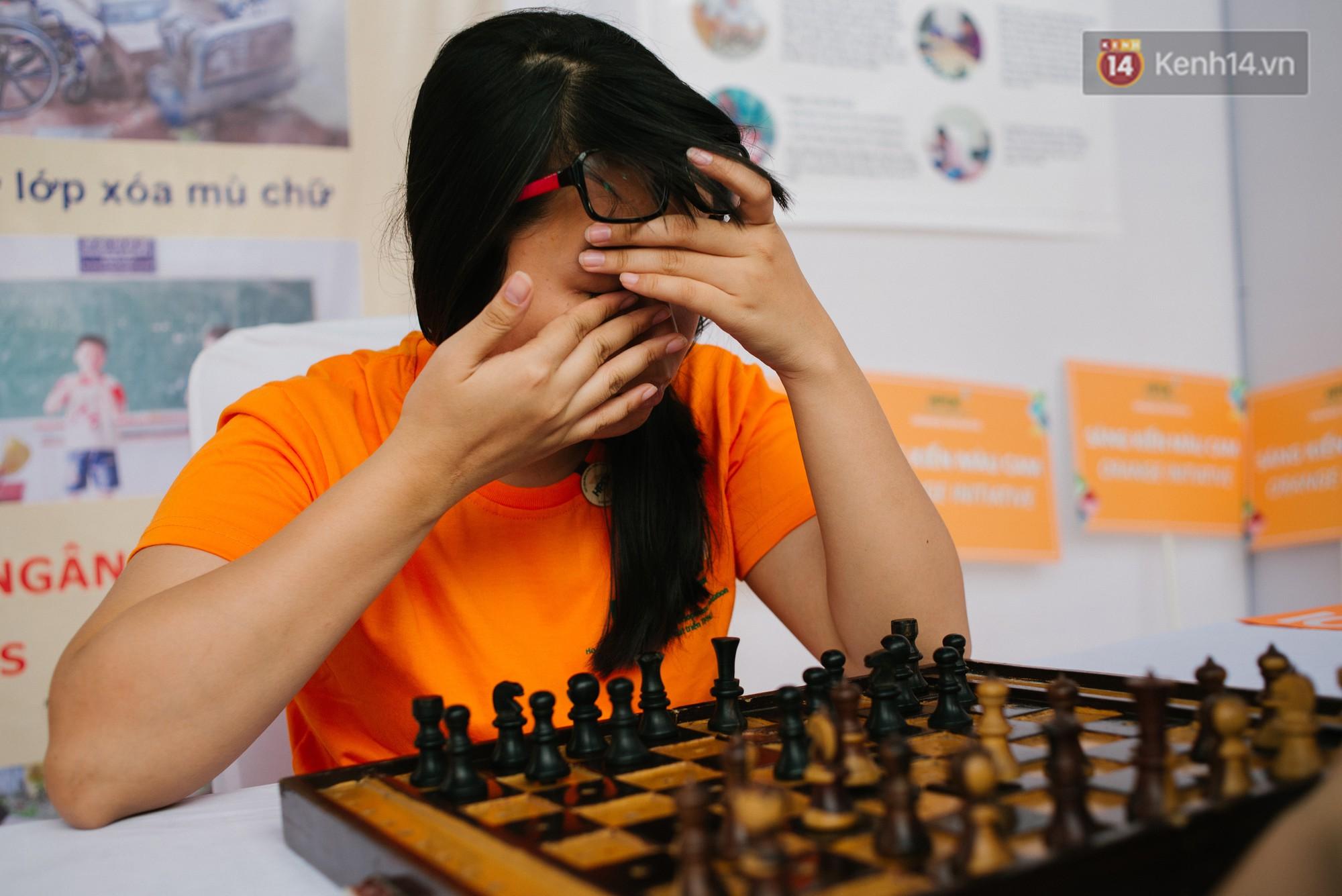 Hành trình chạm đến giải vô địch cờ vua Đông Nam Á của cô gái khiếm thị Sài Gòn - Ảnh 2.