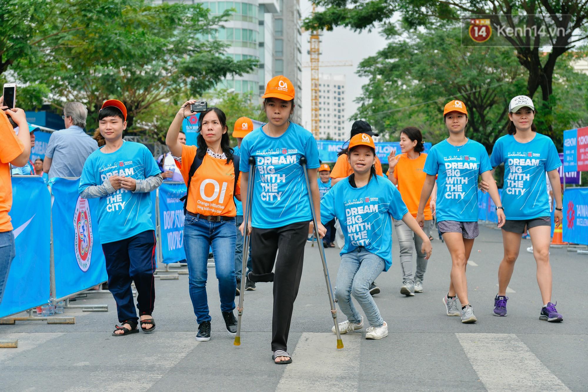 Đường đua 5km và câu chuyện vượt lên chính mình của những người khuyết tật ở Sài Gòn - Ảnh 1.