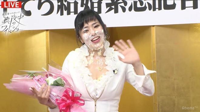 Thánh nữ phim cấp ba mở họp báo riêng khoe nhẫn cưới, hết lời ca ngợi chồng: Anh ấy cầu hôn tôi trong nhà hàng - Ảnh 6.