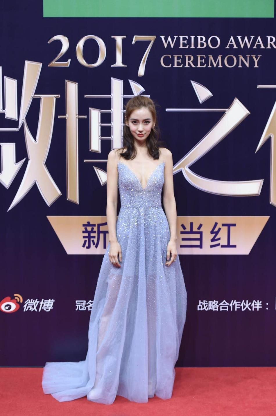 Thảm đỏ Weibo: Angela Baby xuống sắc không phanh, Dương Mịch - Na Trát cùng dàn mỹ nhân cạnh tranh nhan sắc khốc liệt - Ảnh 4.