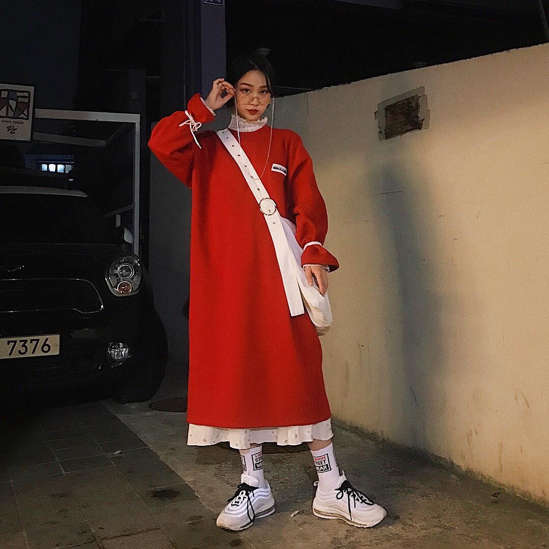 Thiếu gì thì thiếu, giới trẻ Hàn cũng không thể thiếu 4 mẫu sneakers này - Ảnh 1.