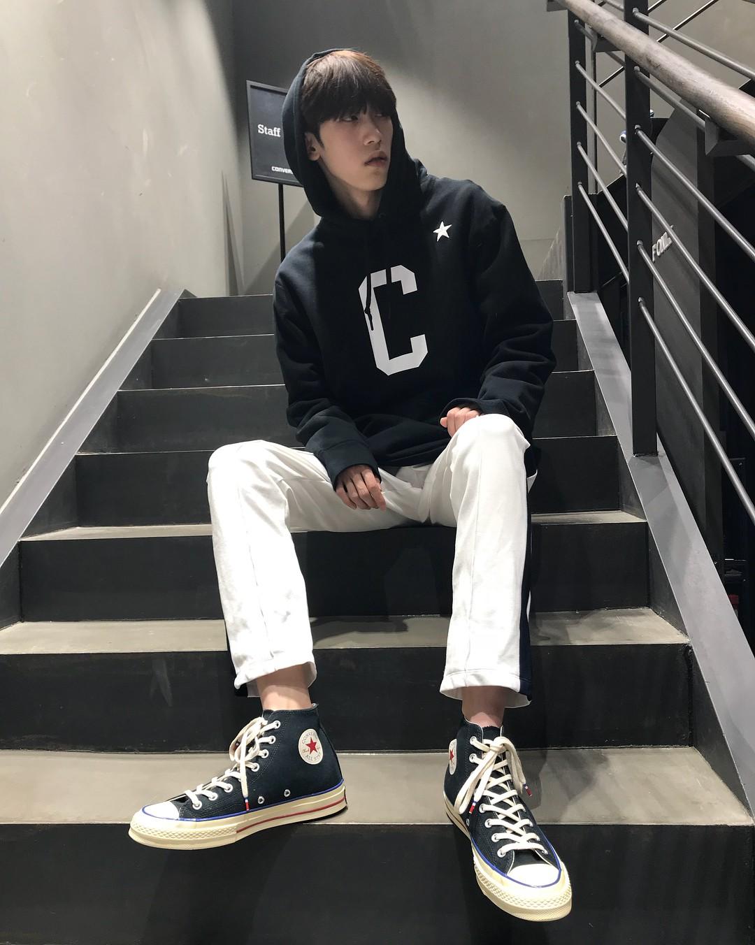 Thiếu gì thì thiếu, giới trẻ Hàn cũng không thể thiếu 4 mẫu sneakers này - Ảnh 10.