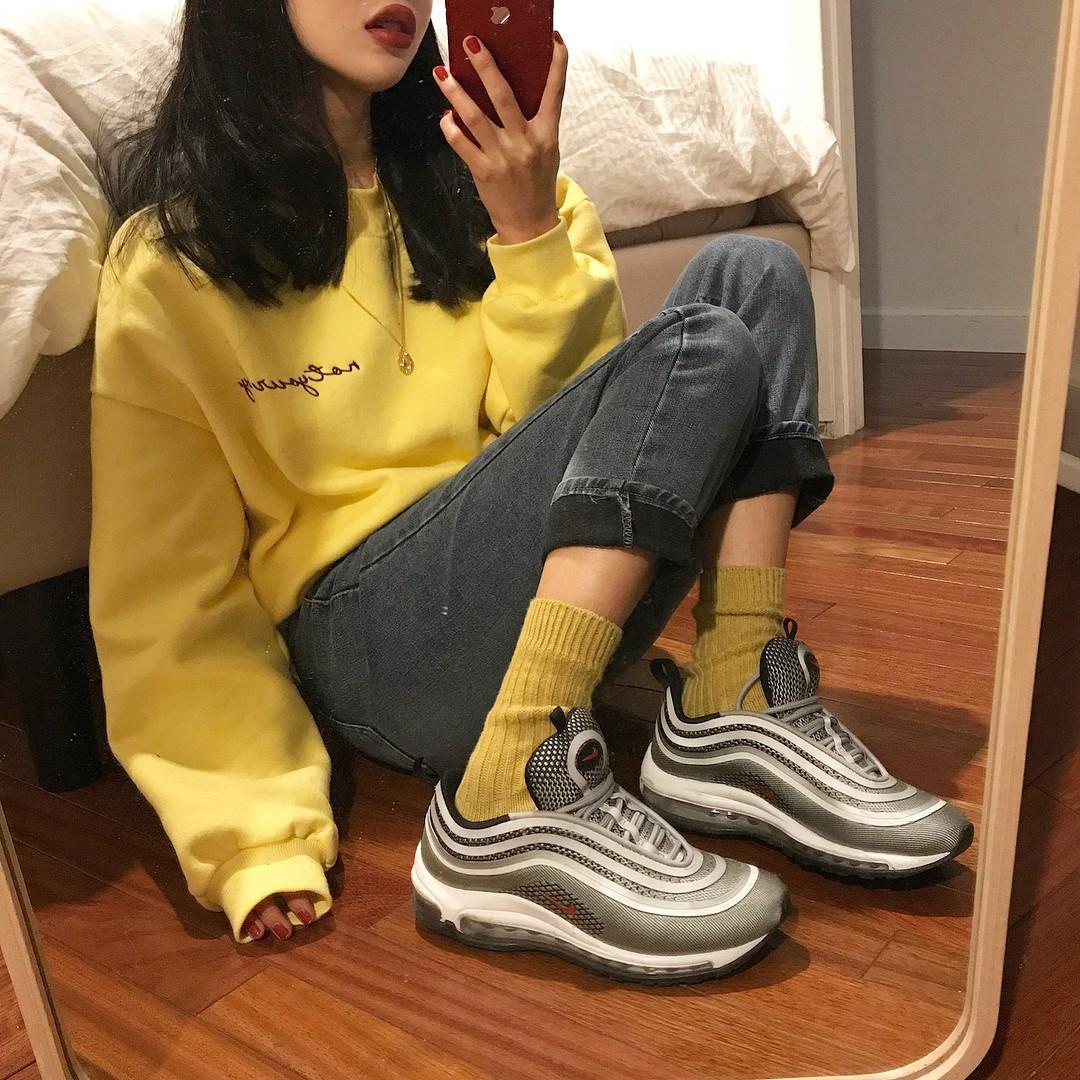 Thiếu gì thì thiếu, giới trẻ Hàn cũng không thể thiếu 4 mẫu sneakers này - Ảnh 3.