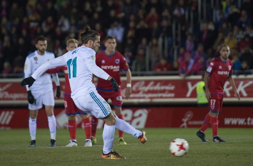 Bale ghi bàn trên chấm penalty, Real Madrid đặt một chân vào tứ kết Cúp Nhà vua - Ảnh 5.