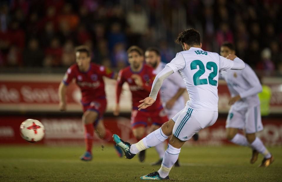 Bale ghi bàn trên chấm penalty, Real Madrid đặt một chân vào tứ kết Cúp Nhà vua - Ảnh 8.