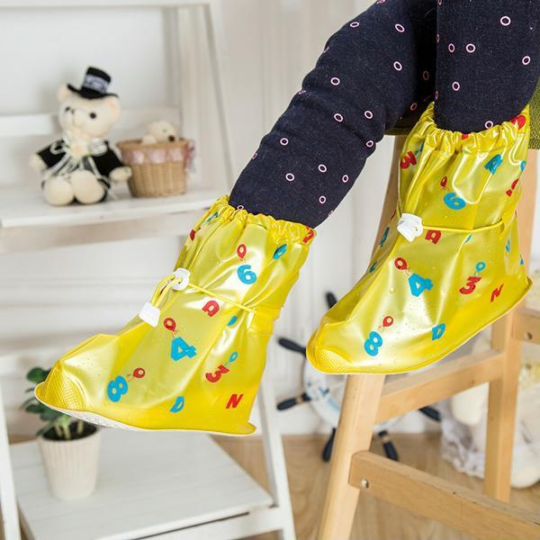 Cứ mưa bẩn thế này thì cũng đến mức phải sắm mấy cái bao giày đi mưa thôi - Ảnh 6.