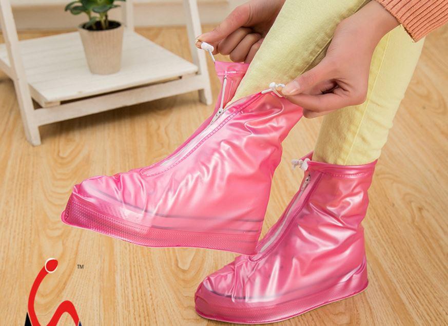 Cứ mưa bẩn thế này thì cũng đến mức phải sắm mấy cái bao giày đi mưa thôi - Ảnh 3.