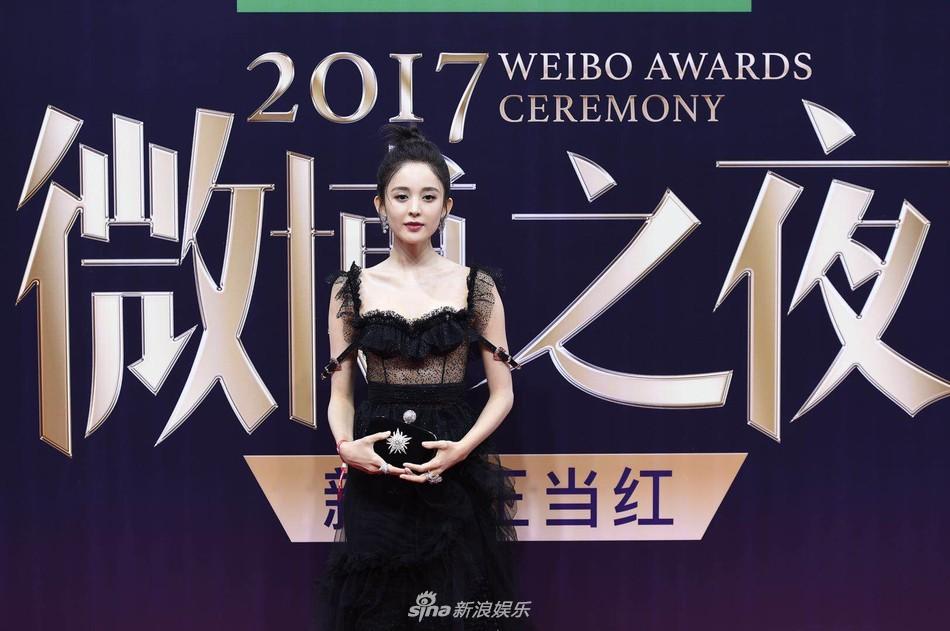 Thảm đỏ Weibo: Angela Baby xuống sắc không phanh, Dương Mịch - Na Trát cùng dàn mỹ nhân cạnh tranh nhan sắc khốc liệt - Ảnh 13.