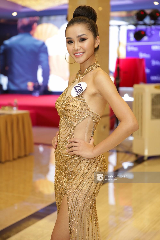 42 thí sinh Hoa hậu Hoàn vũ VN xuất hiện rạng rỡ tại họp báo, BTC công bố vương miện dành riêng cho Á hậu - Ảnh 16.
