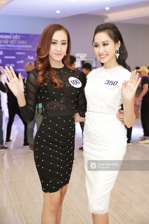 42 thí sinh Hoa hậu Hoàn vũ VN xuất hiện rạng rỡ tại họp báo, BTC công bố vương miện dành riêng cho Á hậu - Ảnh 15.