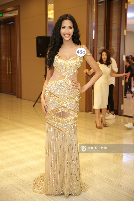 42 thí sinh Hoa hậu Hoàn vũ VN xuất hiện rạng rỡ tại họp báo, BTC công bố vương miện dành riêng cho Á hậu - Ảnh 4.