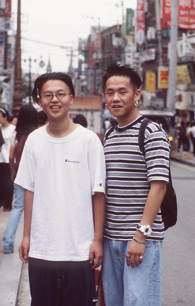 Xem ảnh street style thập niên 90 của Hàn Quốc mới ngớ ra: Thời đó quả là chất chơi! - Ảnh 13.