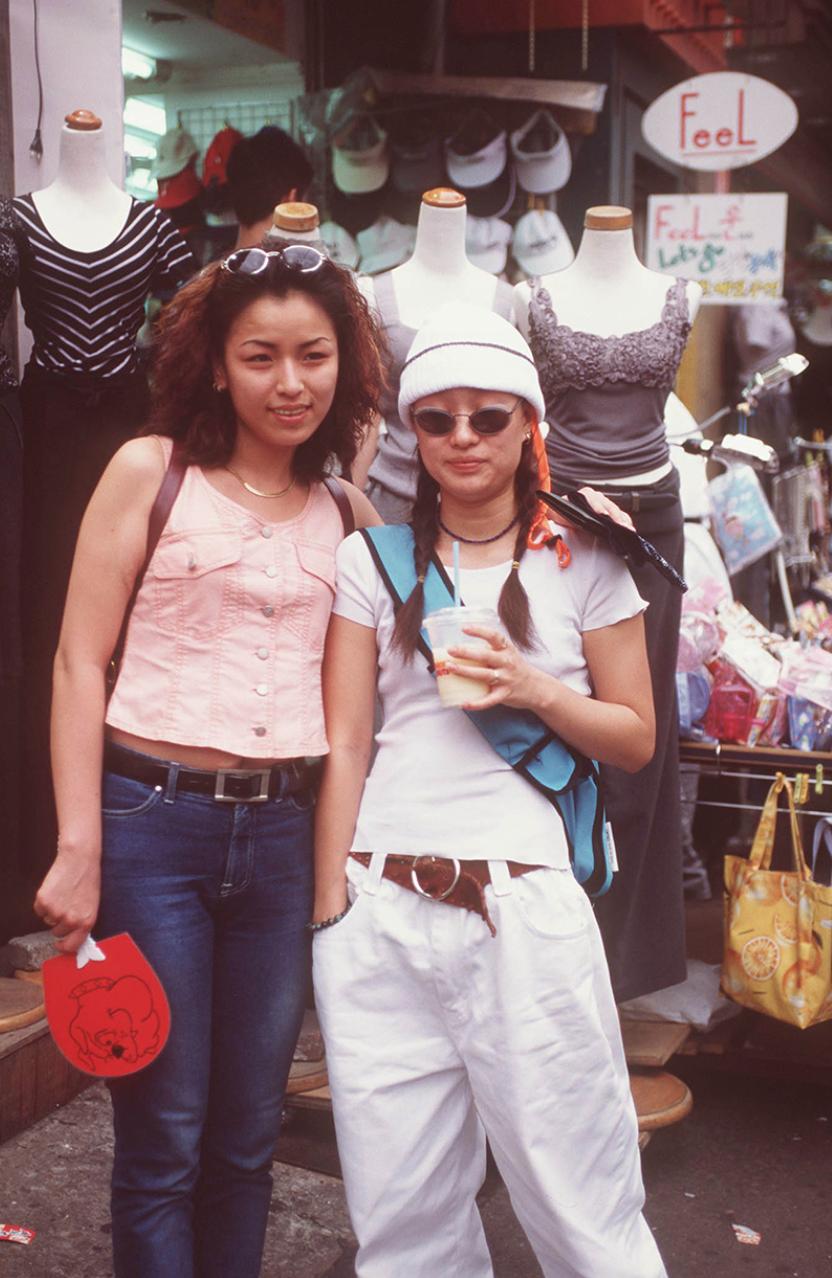 Xem ảnh street style thập niên 90 của Hàn Quốc mới ngớ ra: Thời đó quả là chất chơi! - Ảnh 12.