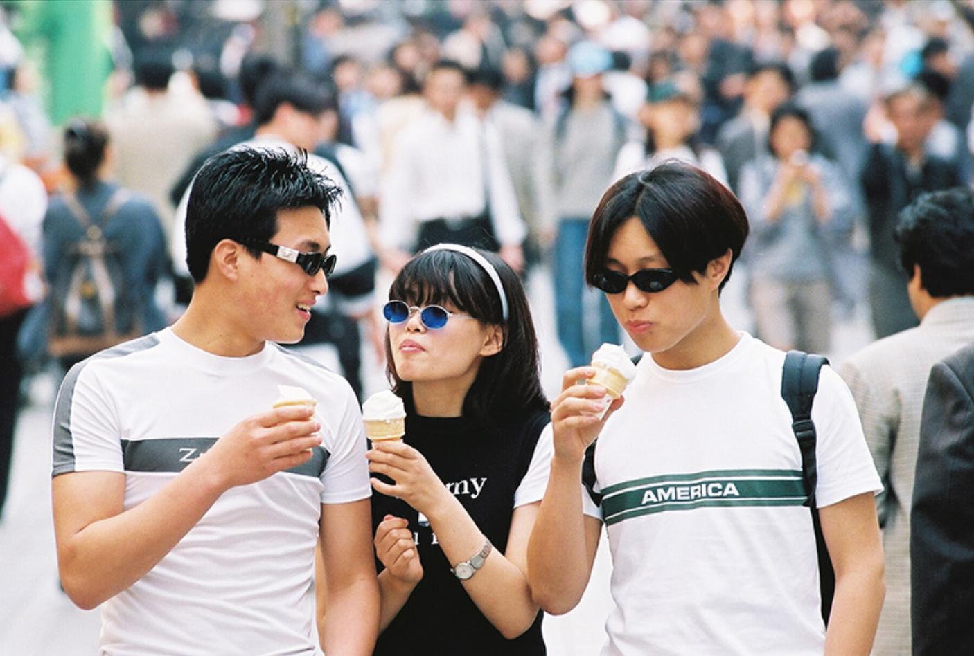 Xem ảnh street style thập niên 90 của Hàn Quốc mới ngớ ra: Thời đó quả là chất chơi! - Ảnh 15.