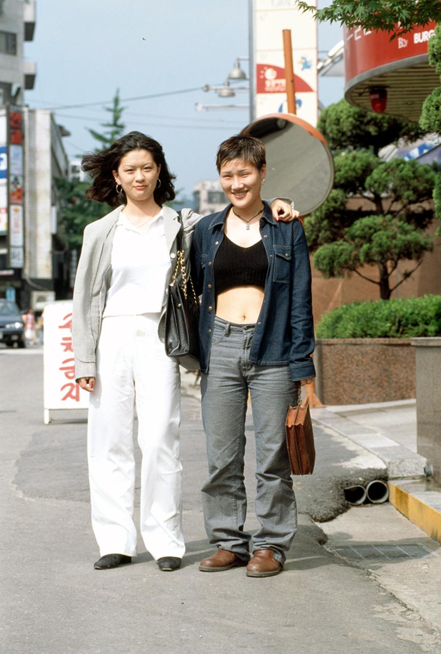 Xem ảnh street style thập niên 90 của Hàn Quốc mới ngớ ra: Thời đó quả là chất chơi! - Ảnh 2.