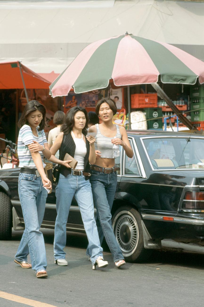 Xem ảnh street style thập niên 90 của Hàn Quốc mới ngớ ra: Thời đó quả là chất chơi! - Ảnh 8.