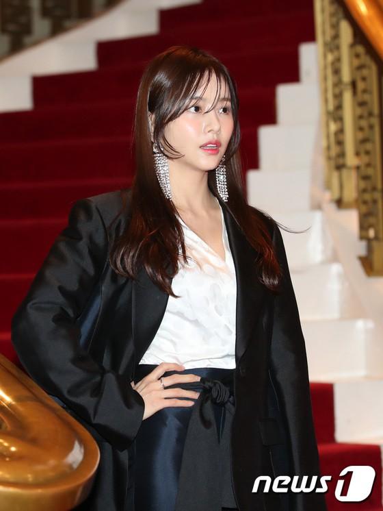 Minh Hằng tự tin diện áo dài, mỹ nhân U30 chiếm hết spotlight vì đẹp như nữ thần bên Wanna One trên thảm đỏ sự kiện tại Hàn - Ảnh 30.