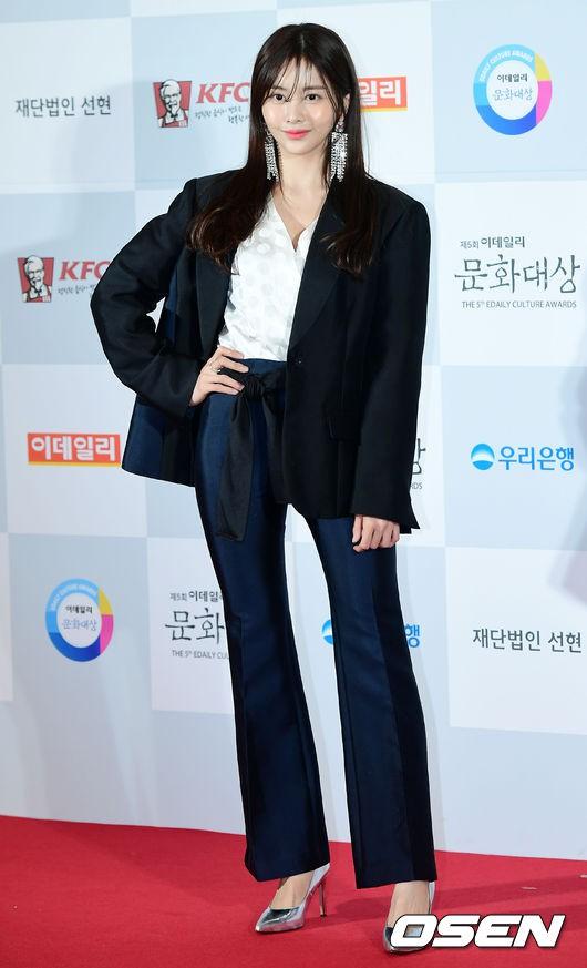 Minh Hằng tự tin diện áo dài, mỹ nhân U30 chiếm hết spotlight vì đẹp như nữ thần bên Wanna One trên thảm đỏ sự kiện tại Hàn - Ảnh 29.