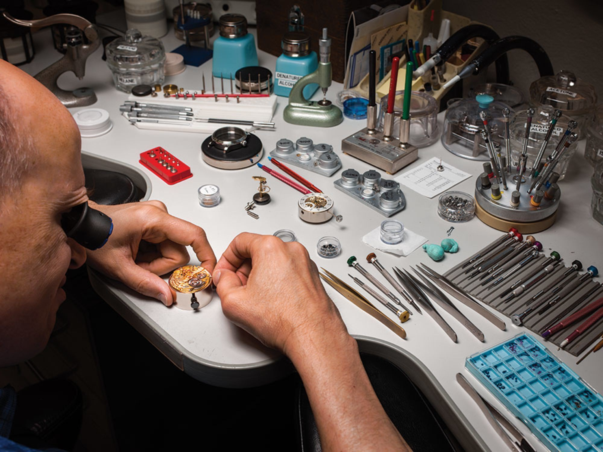 Cửa hiệu chế tạo đồng hồ cao cấp cuối cùng ở Mỹ: mỗi năm làm chưa đến 60 cái nhưng mỗi cái bán tới 2 tỉ đồng - Ảnh 4.