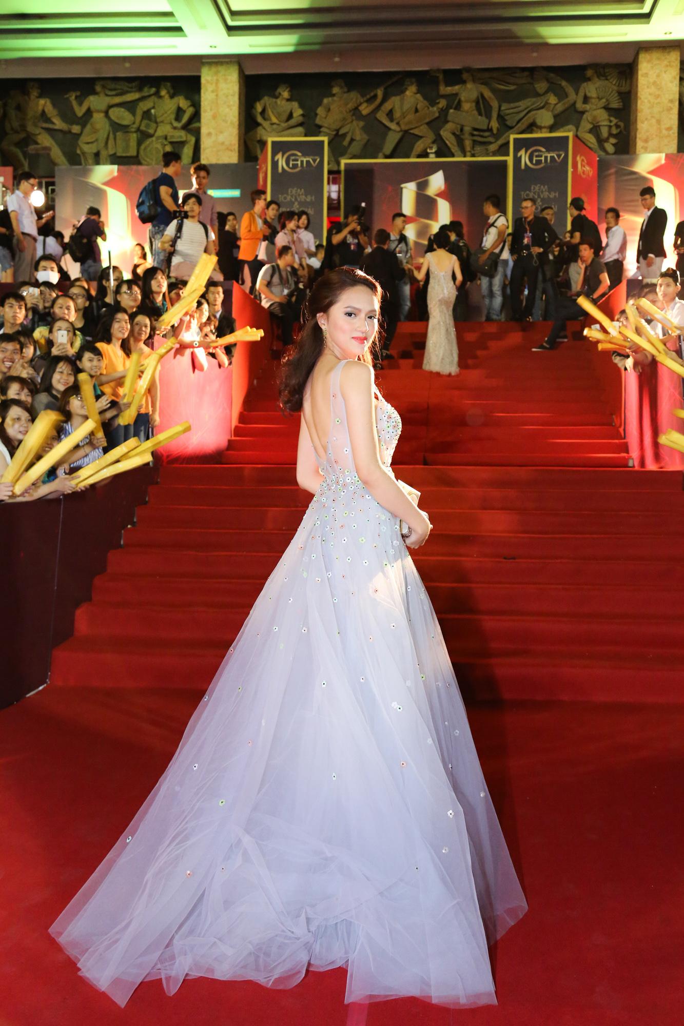 Nhìn vào loạt váy lộng lẫy này của Hương Giang Idol, biết đâu lại thấy tiềm năng một Hoa hậu? - Ảnh 6.