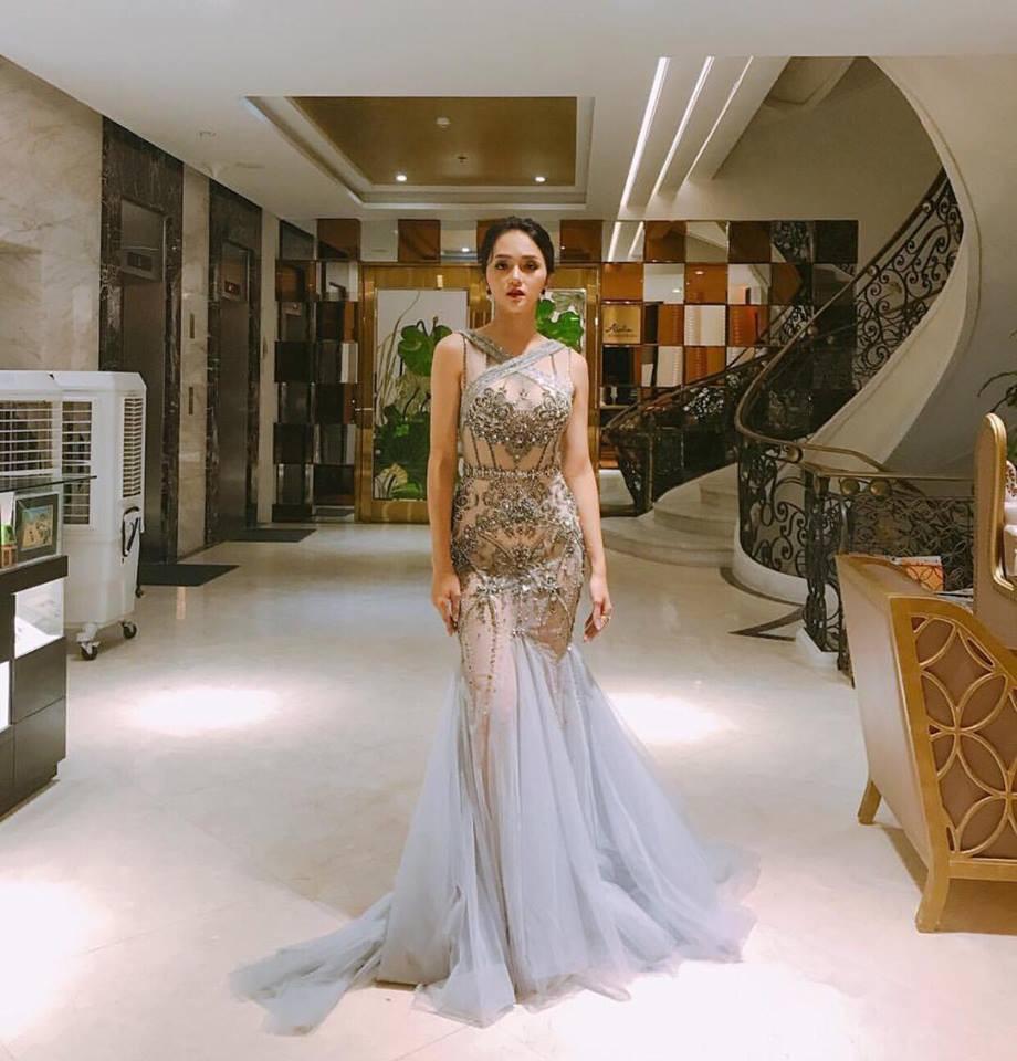 Nhìn vào loạt váy lộng lẫy này của Hương Giang Idol, biết đâu lại thấy tiềm năng một Hoa hậu? - Ảnh 5.