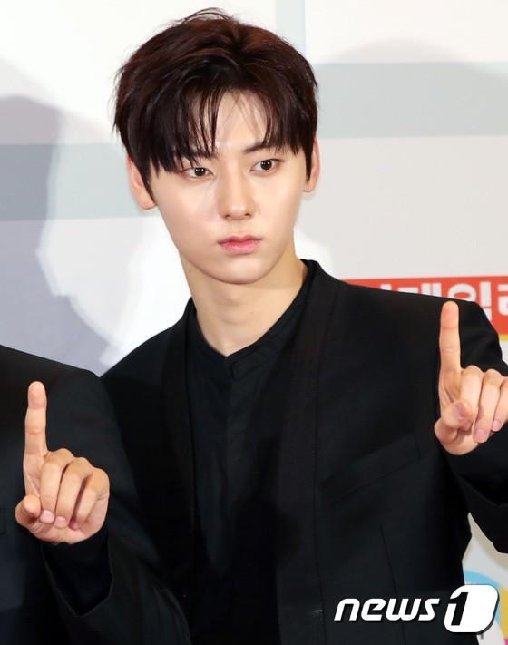 Minh Hằng tự tin diện áo dài, mỹ nhân U30 chiếm hết spotlight vì đẹp như nữ thần bên Wanna One trên thảm đỏ sự kiện tại Hàn - Ảnh 20.