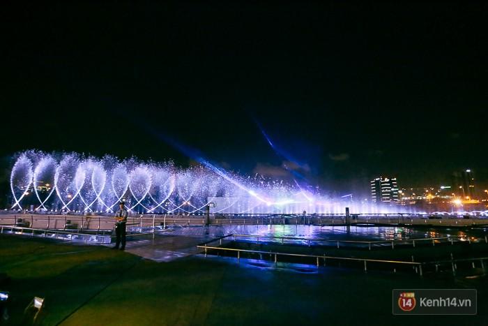 Khung cảnh biểu diễn nhạc nước ấn tượng nhất Sài Gòn.