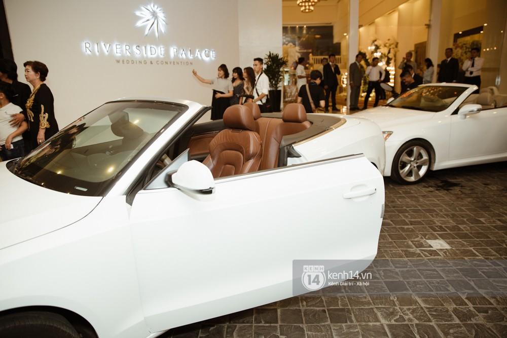 Dàn siêu xe phục vụ cho tiệc cưới của Lâm Khánh Chi và hôn phu kém 8 tuổi - Ảnh 2.