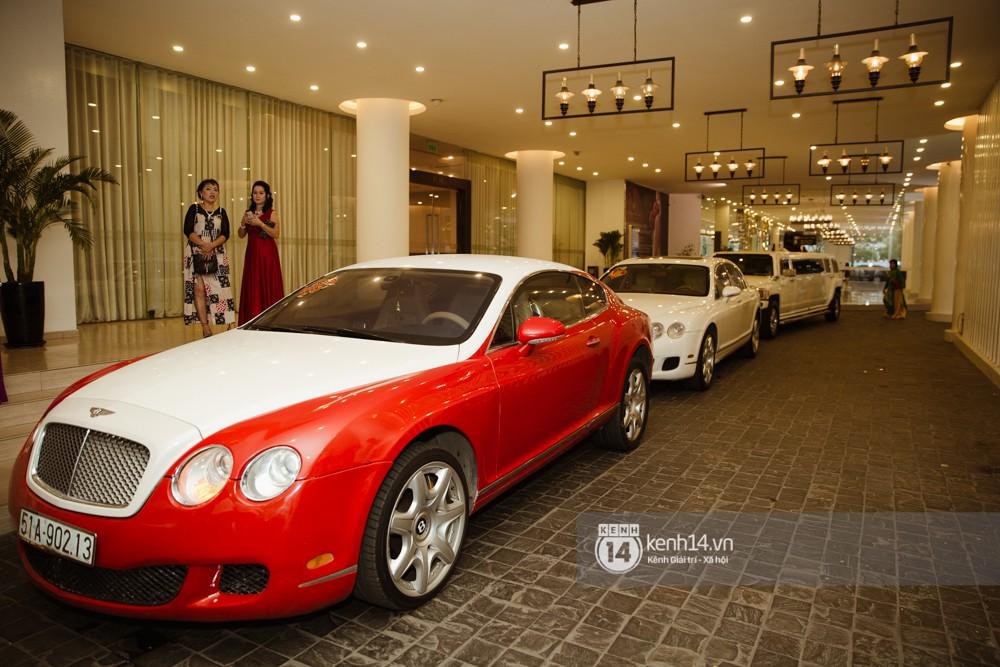 Dàn siêu xe phục vụ cho tiệc cưới của Lâm Khánh Chi và hôn phu kém 8 tuổi - Ảnh 3.