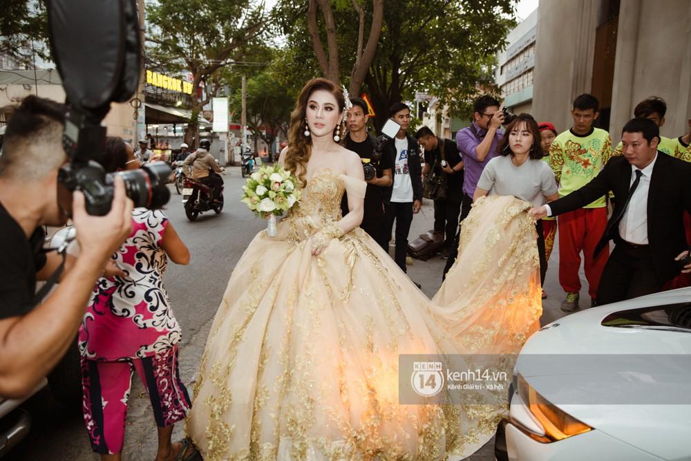 Dàn siêu xe phục vụ cho tiệc cưới của Lâm Khánh Chi và hôn phu kém 8 tuổi - Ảnh 8.