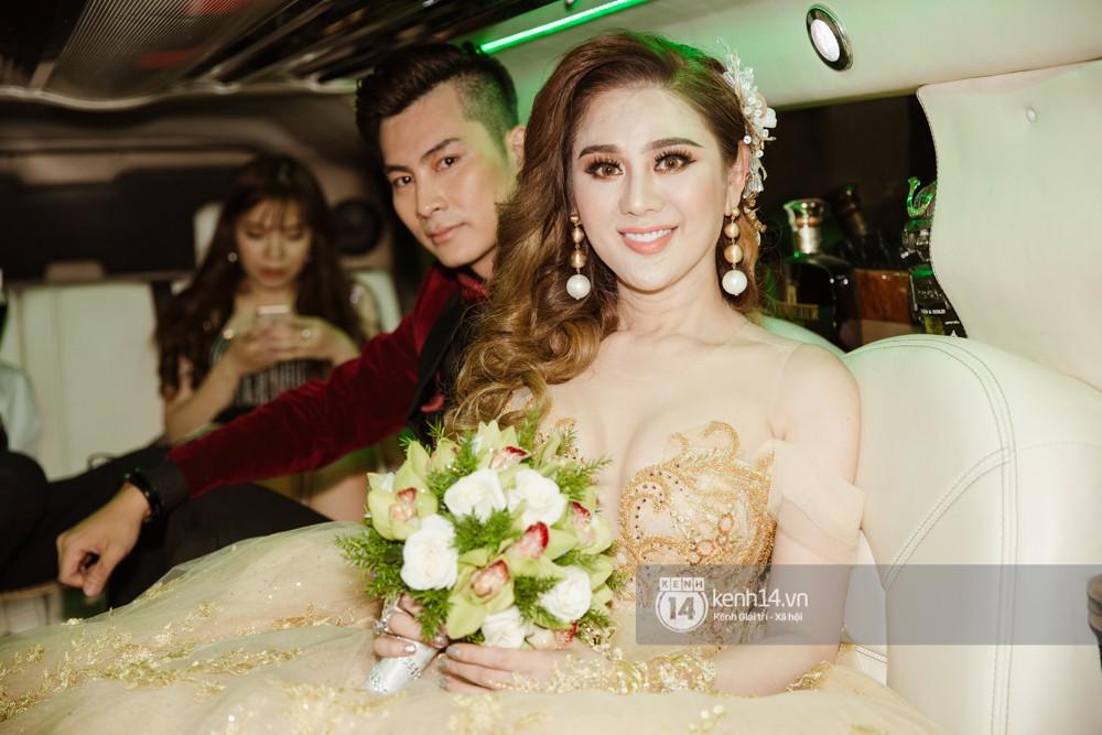 Dàn siêu xe phục vụ cho tiệc cưới của Lâm Khánh Chi và hôn phu kém 8 tuổi - Ảnh 5.
