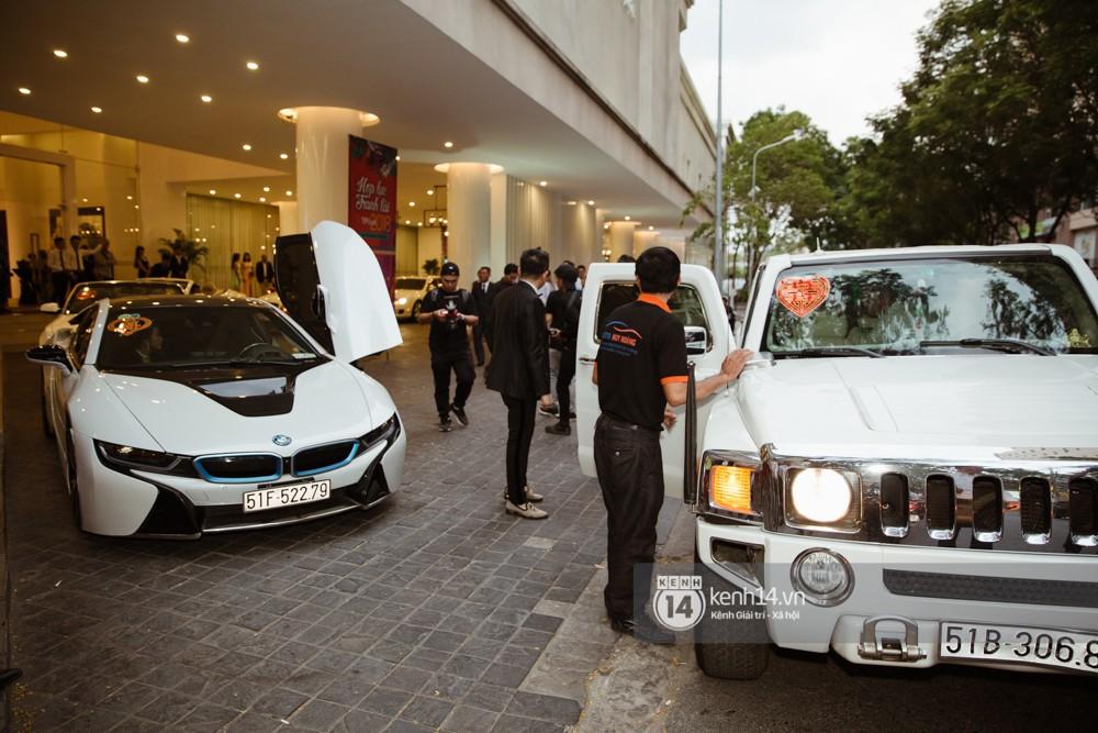 Dàn siêu xe phục vụ cho tiệc cưới của Lâm Khánh Chi và hôn phu kém 8 tuổi - Ảnh 4.
