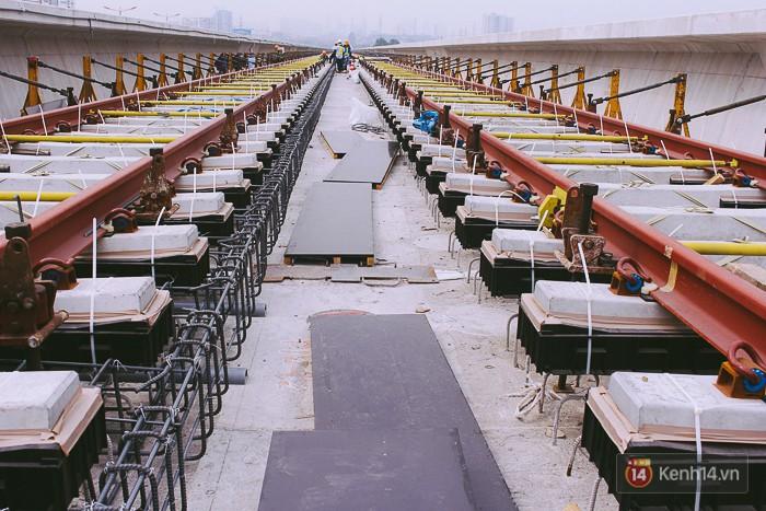 Chùm ảnh: Hơn 2,5km đường ray tàu trên cao tuyến Metro Bến Thành - Suối Tiên ở Sài Gòn đã hoàn thành - Ảnh 15.