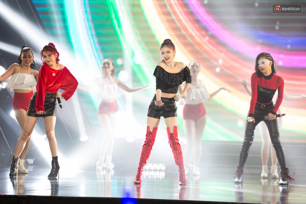 Cập nhật: GOT7 đem tới loạt hit siêu hot Never Ever, If You Do, Noo Phước Thịnh rước cả Hoa hậu Phạm Hương lên biểu diễn - Ảnh 2.