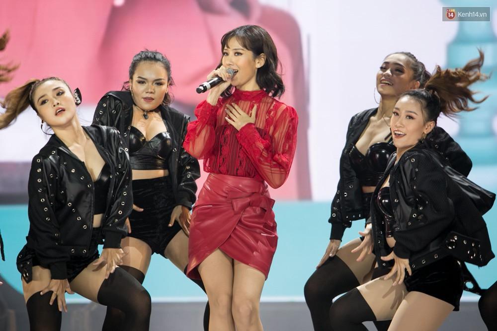 Cập nhật: GOT7 đem tới loạt hit siêu hot Never Ever, If You Do, Noo Phước Thịnh rước cả Hoa hậu Phạm Hương lên biểu diễn - Ảnh 16.