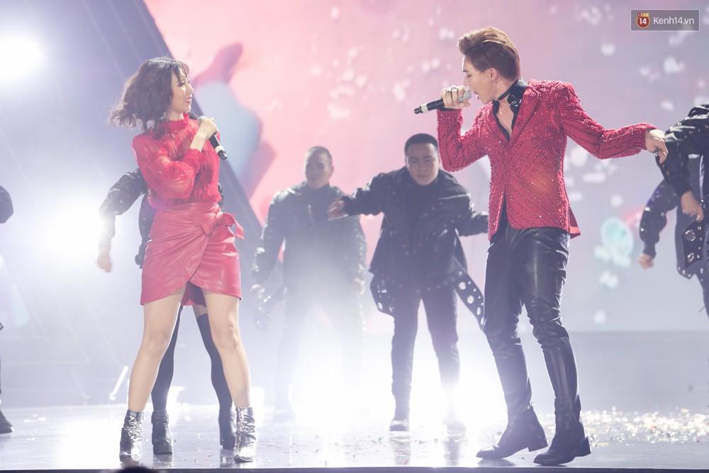 Cập nhật: GOT7 đem tới loạt hit siêu hot Never Ever, If You Do, Noo Phước Thịnh rước cả Hoa hậu Phạm Hương lên biểu diễn - Ảnh 17.