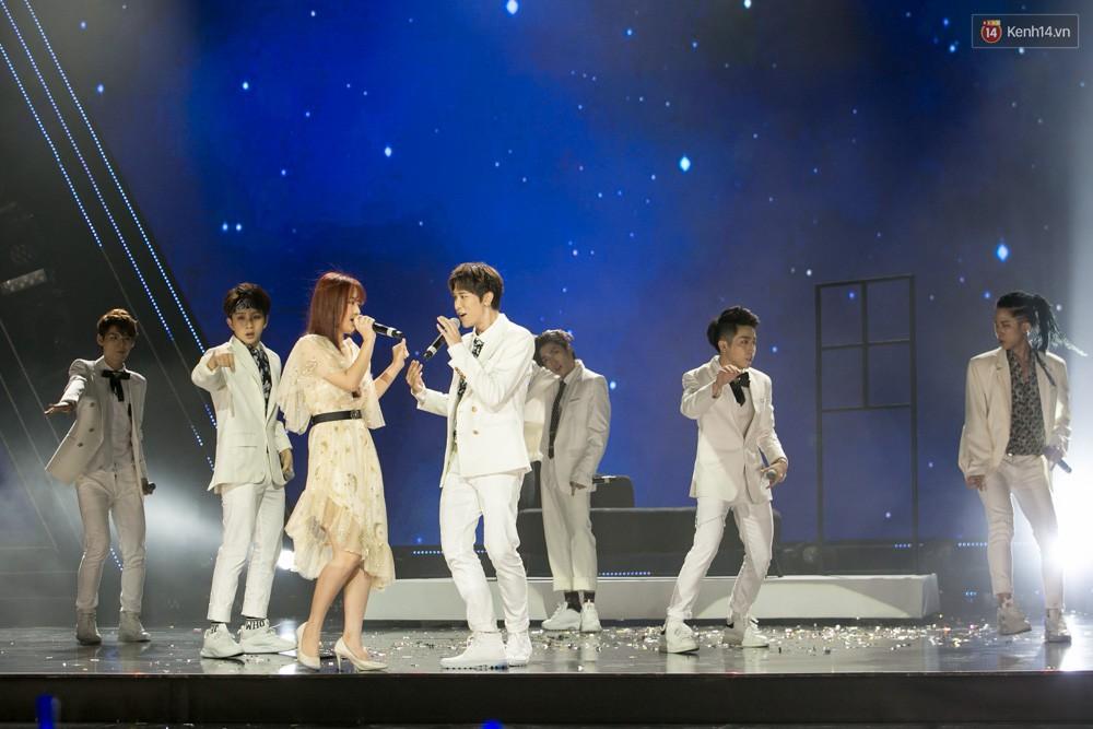 Cập nhật: GOT7 đem tới loạt hit siêu hot Never Ever, If You Do, Noo Phước Thịnh rước cả Hoa hậu Phạm Hương lên biểu diễn - Ảnh 20.