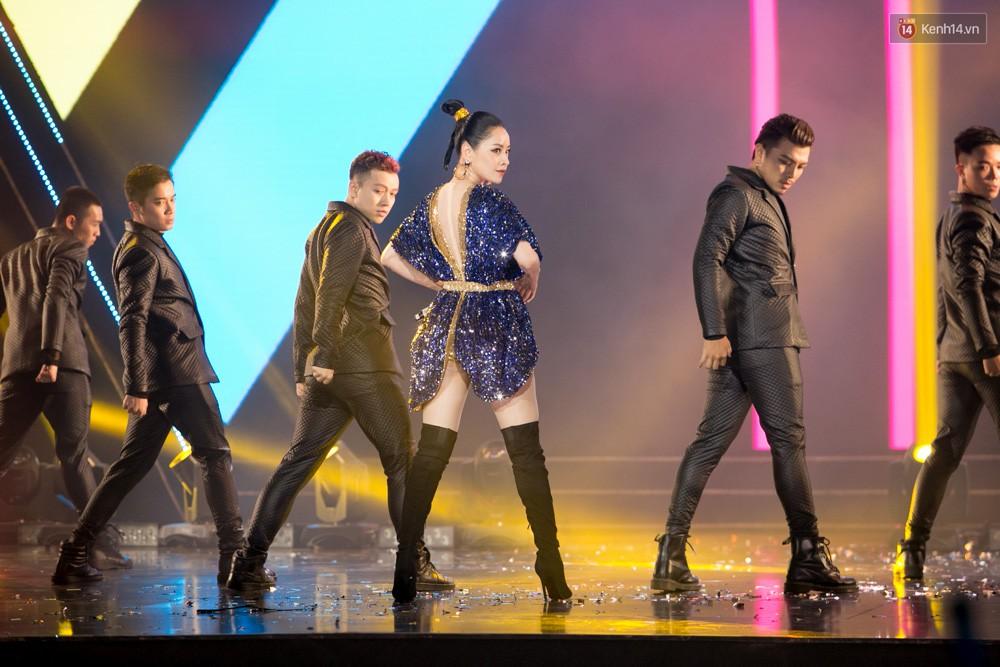 Cập nhật: GOT7 đem tới loạt hit siêu hot Never Ever, If You Do, Noo Phước Thịnh rước cả Hoa hậu Phạm Hương lên biểu diễn - Ảnh 23.