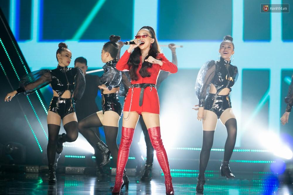 Cập nhật: GOT7 đem tới loạt hit siêu hot Never Ever, If You Do, Noo Phước Thịnh rước cả Hoa hậu Phạm Hương lên biểu diễn - Ảnh 32.