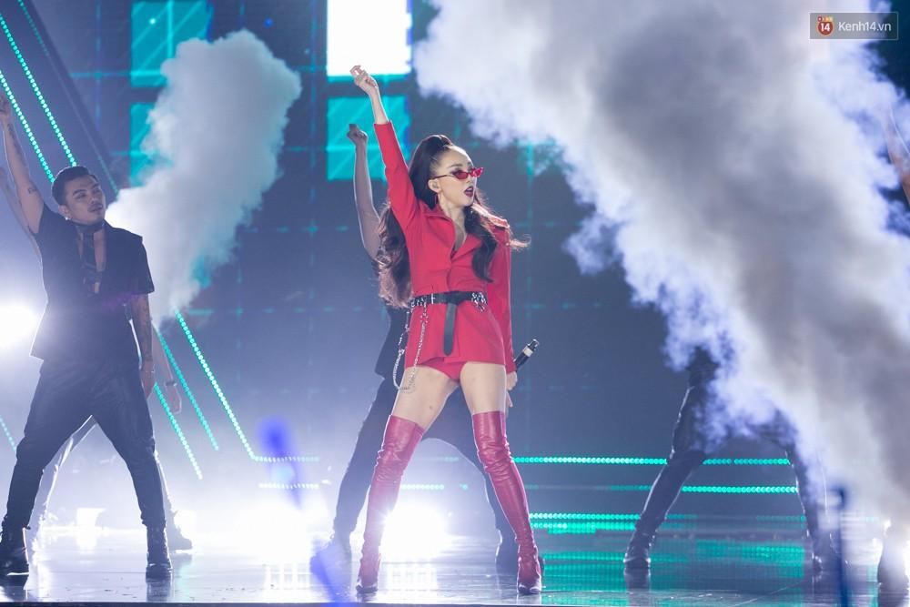 Cập nhật: GOT7 đem tới loạt hit siêu hot Never Ever, If You Do, Noo Phước Thịnh rước cả Hoa hậu Phạm Hương lên biểu diễn - Ảnh 33.