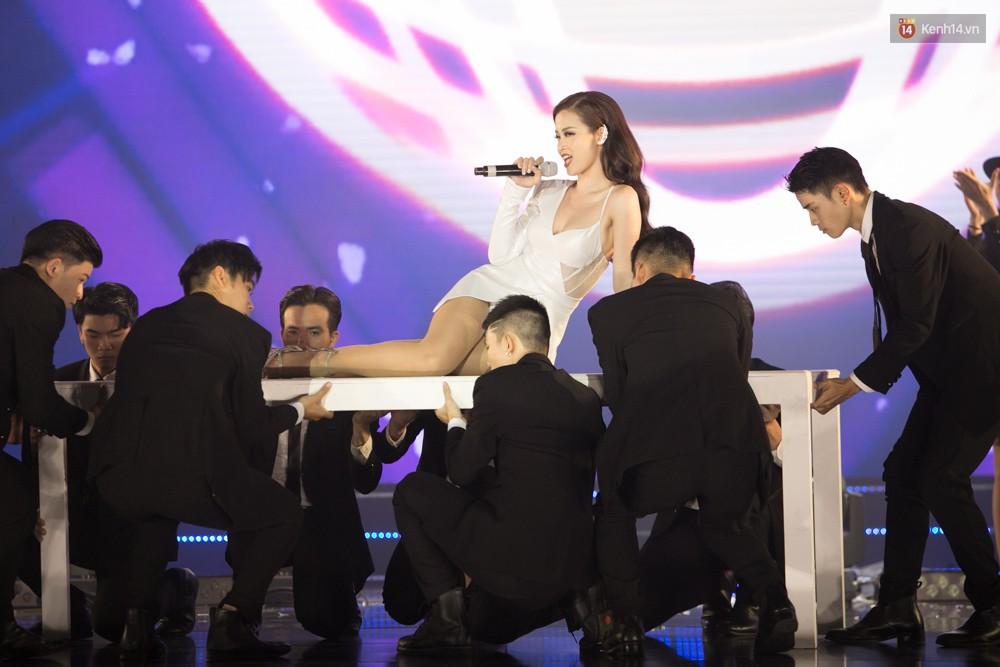 Cập nhật: GOT7 đem tới loạt hit siêu hot Never Ever, If You Do, Noo Phước Thịnh rước cả Hoa hậu Phạm Hương lên biểu diễn - Ảnh 35.