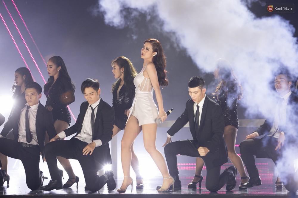 Cập nhật: GOT7 đem tới loạt hit siêu hot Never Ever, If You Do, Noo Phước Thịnh rước cả Hoa hậu Phạm Hương lên biểu diễn - Ảnh 36.