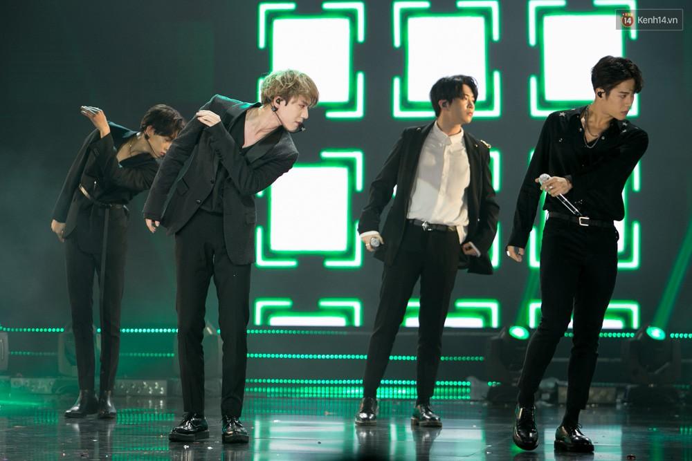 Cập nhật: GOT7 đem tới loạt hit siêu hot Never Ever, If You Do, Noo Phước Thịnh rước cả Hoa hậu Phạm Hương lên biểu diễn - Ảnh 43.
