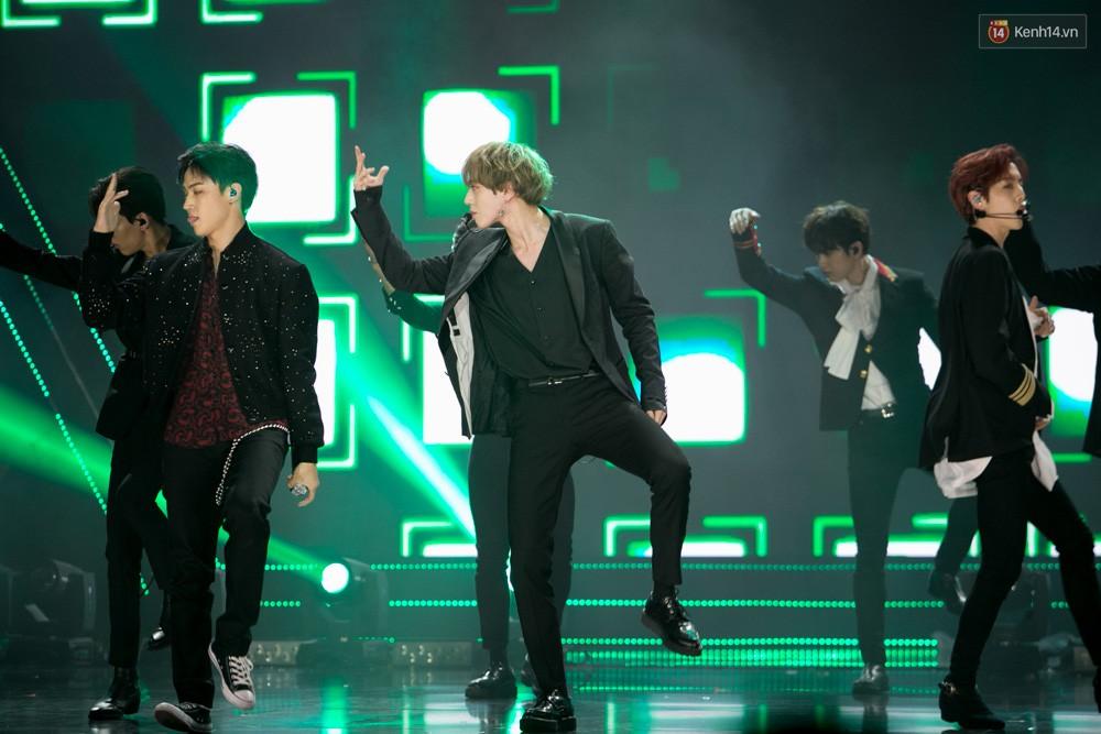Cập nhật: GOT7 đem tới loạt hit siêu hot Never Ever, If You Do, Noo Phước Thịnh rước cả Hoa hậu Phạm Hương lên biểu diễn - Ảnh 44.
