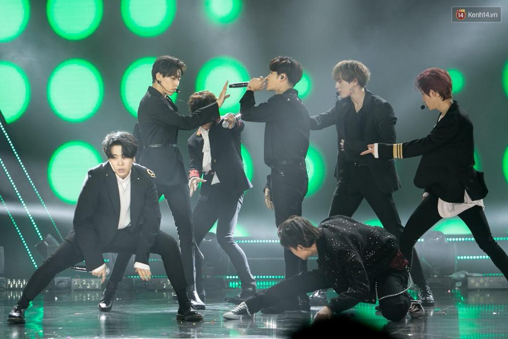 Cập nhật: GOT7 đem tới loạt hit siêu hot Never Ever, If You Do, Noo Phước Thịnh rước cả Hoa hậu Phạm Hương lên biểu diễn - Ảnh 47.