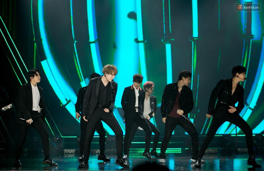 Cập nhật: GOT7 đem tới loạt hit siêu hot Never Ever, If You Do, Noo Phước Thịnh rước cả Hoa hậu Phạm Hương lên biểu diễn - Ảnh 49.