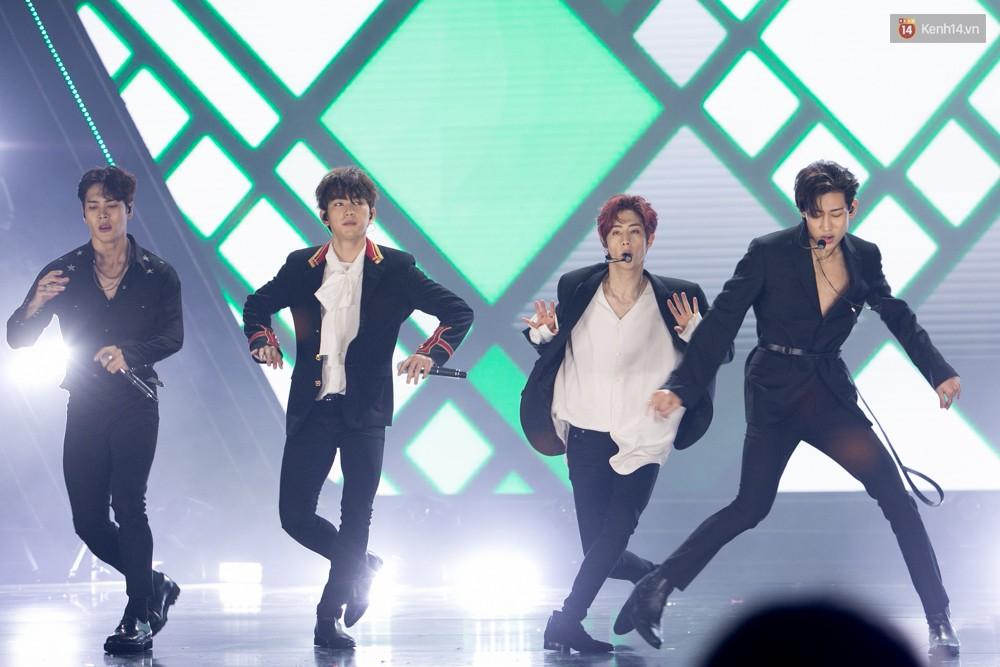 Cập nhật: GOT7 đem tới loạt hit siêu hot Never Ever, If You Do, Noo Phước Thịnh rước cả Hoa hậu Phạm Hương lên biểu diễn - Ảnh 50.